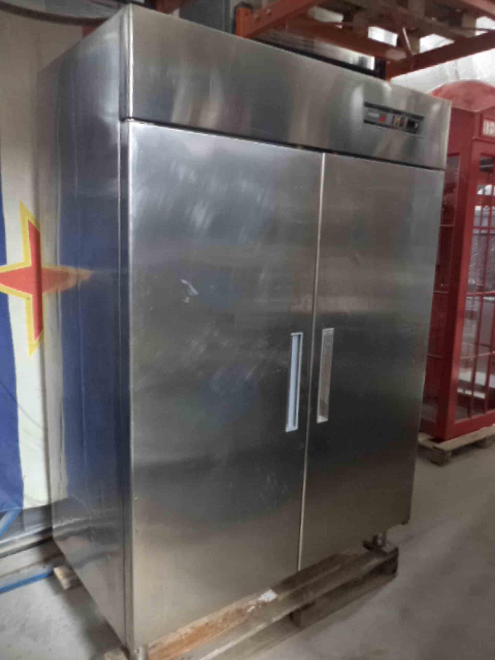 Холодильный шкаф 1400 л. фото 2