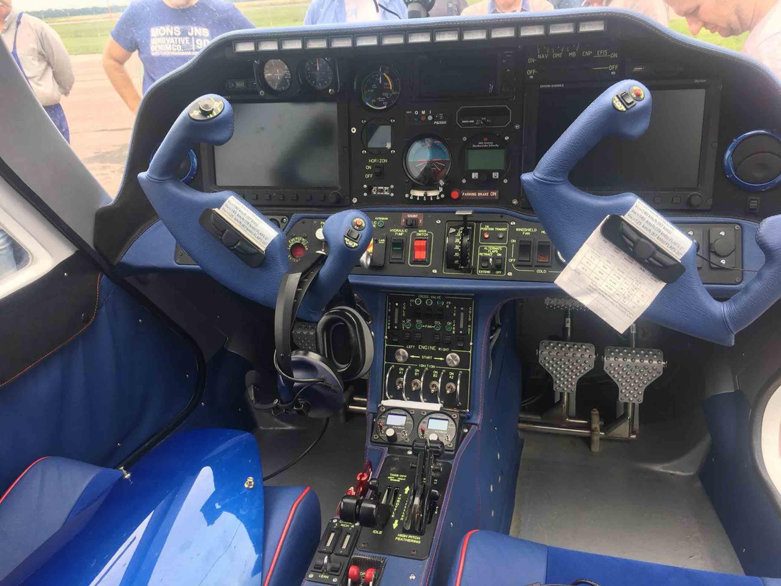 продаем четырехместный, двухмоторный самолет V-24-I фото 1