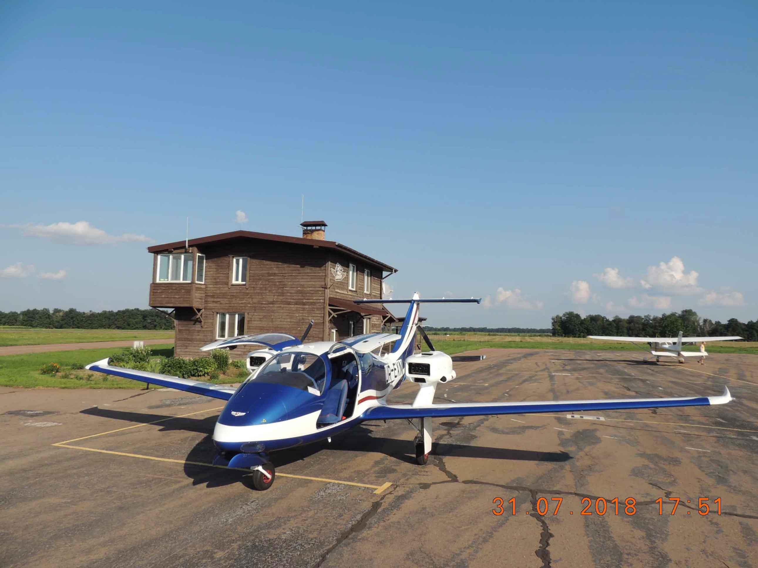 продаем четырехместный, двухмоторный самолет V-24-I фото 2