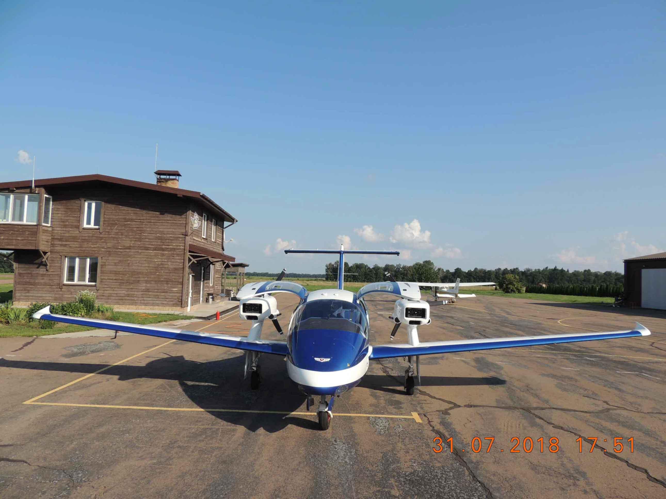 продаем четырехместный, двухмоторный самолет V-24-I фото 4