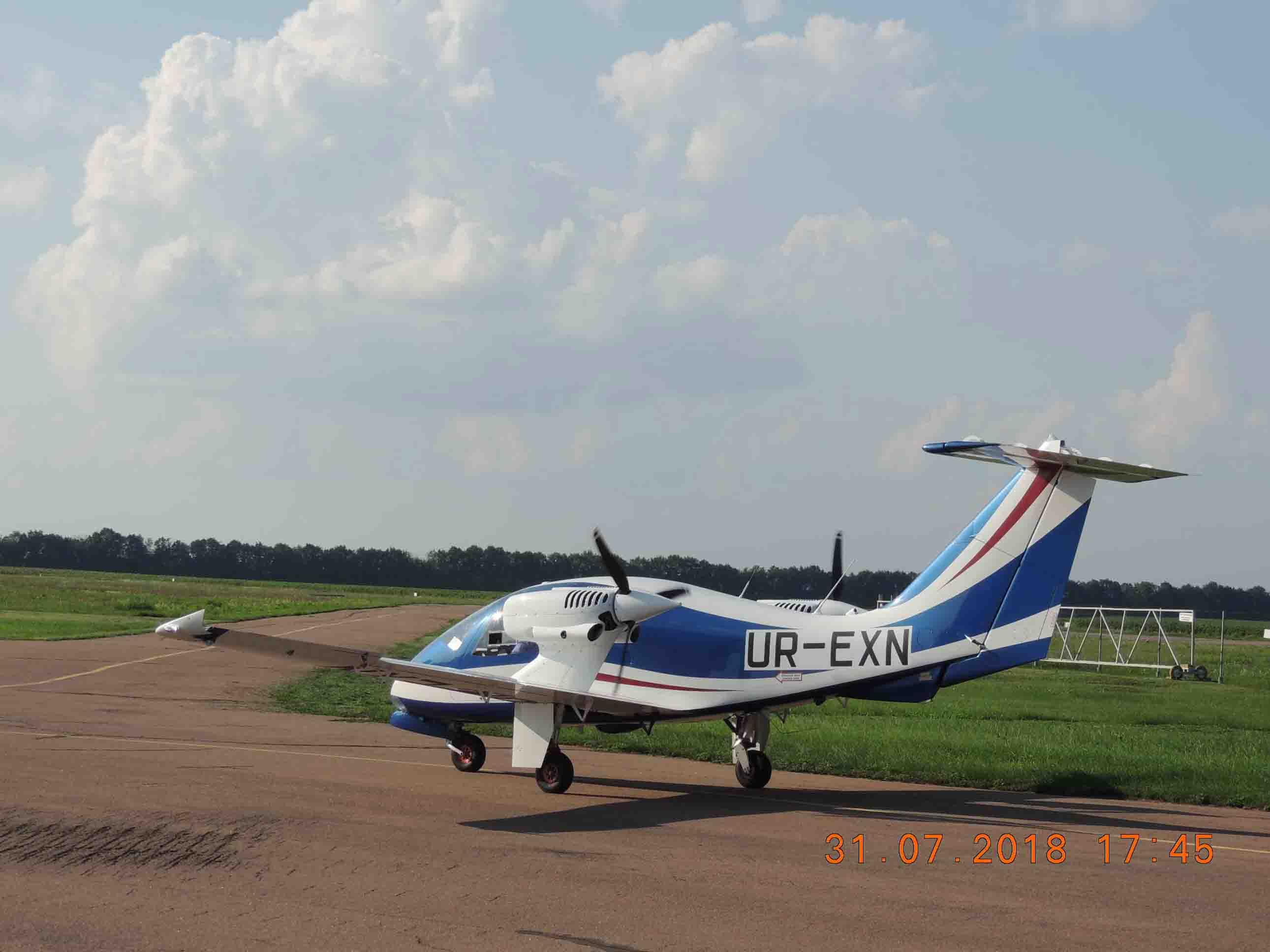 продаем четырехместный, двухмоторный самолет V-24-I фото 5