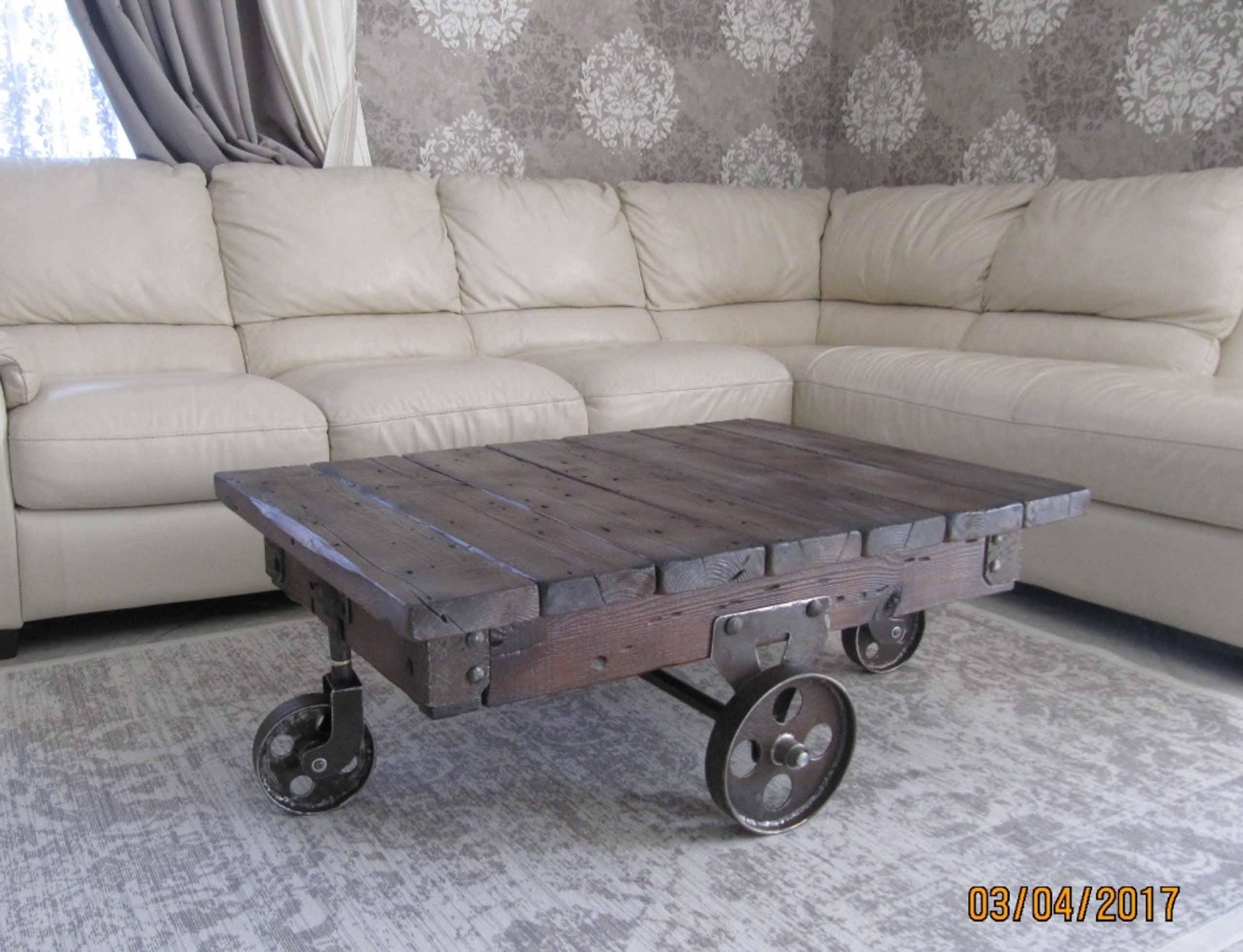 Стол в стиле лофт.  Оригинальный журнальный стол.   фото 1