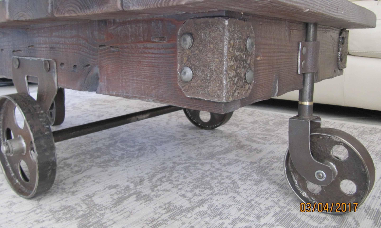 Стол в стиле лофт.  Оригинальный журнальный стол.   фото 2