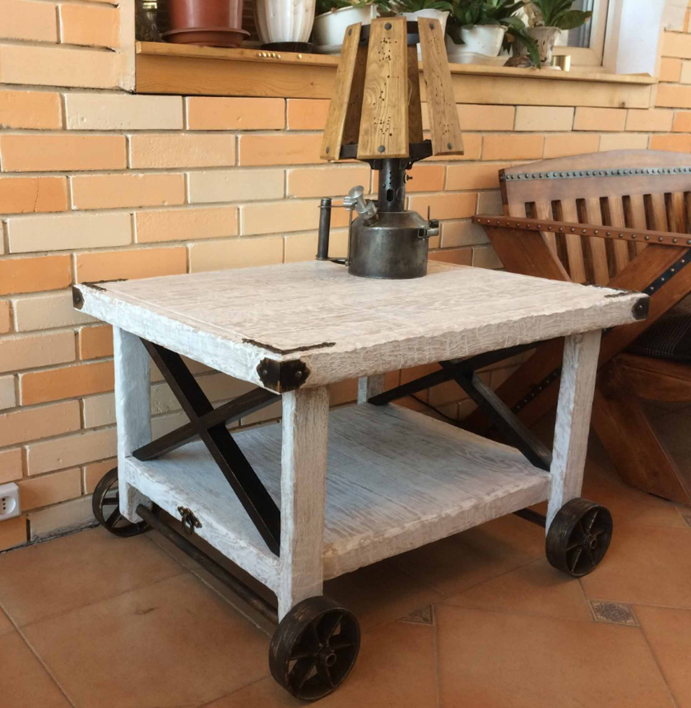 Журнальный столик. Стиль лофт. фото 1