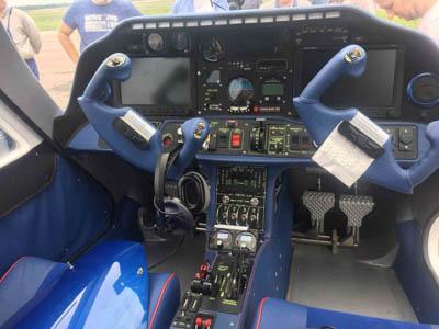 продаем четырехместный, двухмоторный самолет V-24-I